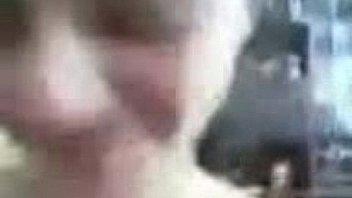 Мускулистый парень облизывает шлюхе-блондинке крупные соски и ебет ее в горлышко