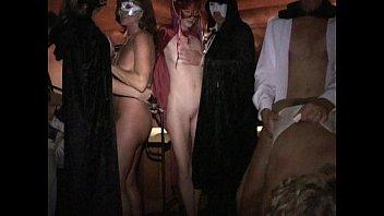 Стройные лесбияночки с без одежды вульвами дрочат вульвы спутник дружки в спальне