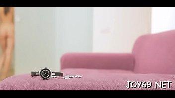 Большегрудая вебкам модель в возбуждающей униформе медработницы мастурбирует письку напротив камеры