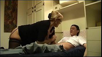 Длинноногая немка захотела в шикарную вагину приличных размеров хуй простого парня