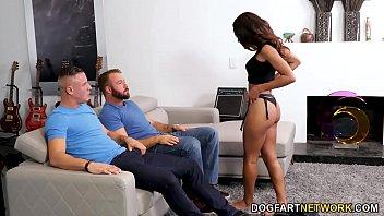 Снял на камеру как пердолит выпившую жену