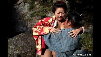 Две тёлки делают массаж простаты своему другу перед камерой и жёстко трахаются