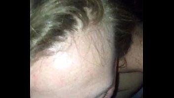 Страстная брюнеточка истязает быстро три пениса в своей же квартире