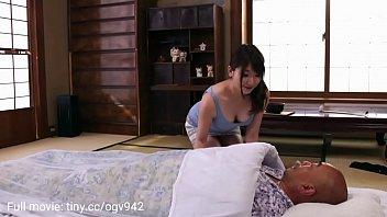 Муж и жена в хате скидывают домашку