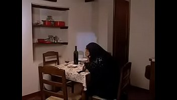 Лесбияночки на кухонном столе кончают от кунилингуса