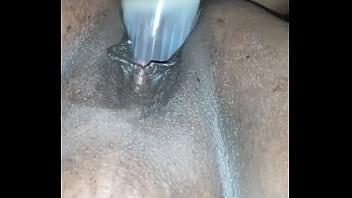 Любовничек стрижет заросшую вульву подруги и вгоняет пенис в её пизду